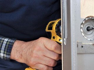 door-lock-replacement-Canoga-Park-locksmith-lock-specialists
